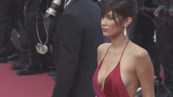 Bella Hadid ditches her underwear and wows on the red carpet (2016).mp4.0007