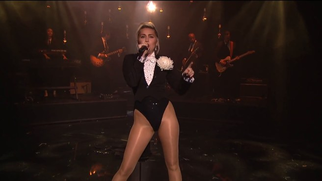 Miley Cyrus - I'm Your Man and I'm a Woman (Live on Maya & Marty) (2016).mp4.0009